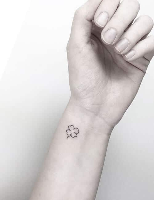 trebol tatuajes minimalista