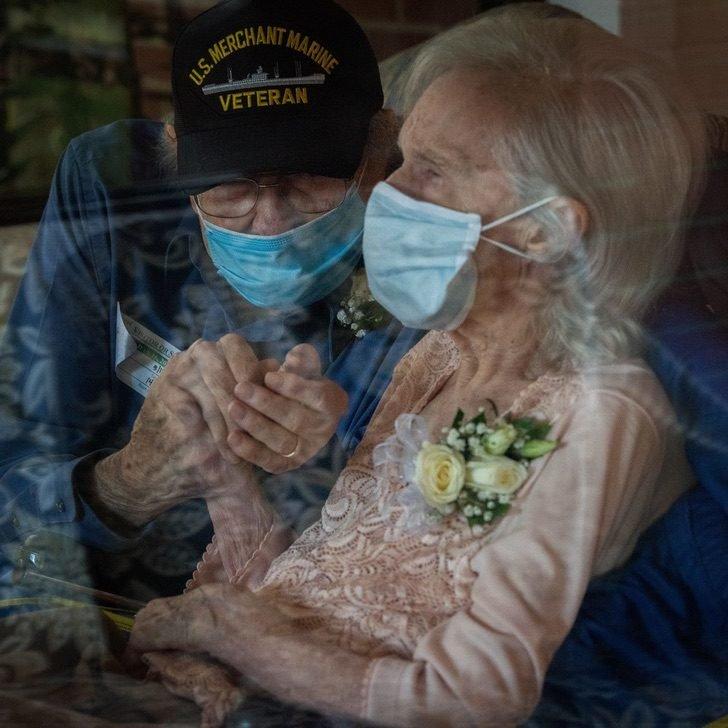 abuelito se muda para estar con su esposa